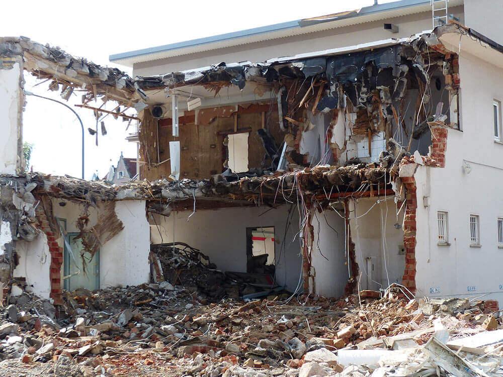 Haus während der Abbrucharbeiten